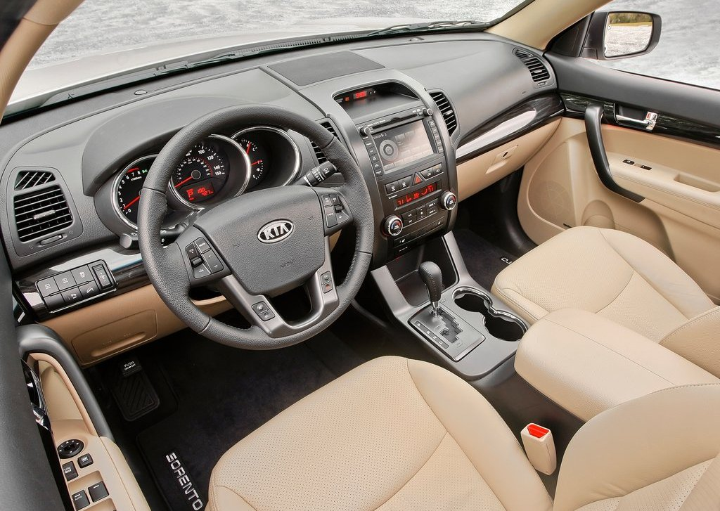 2013 Kia Sorento Interior (Photo 15 of 23)
