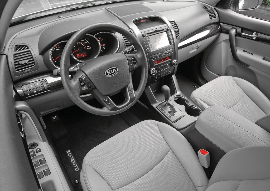 2013 Kia Sorento Interior (Photo 14 of 23)