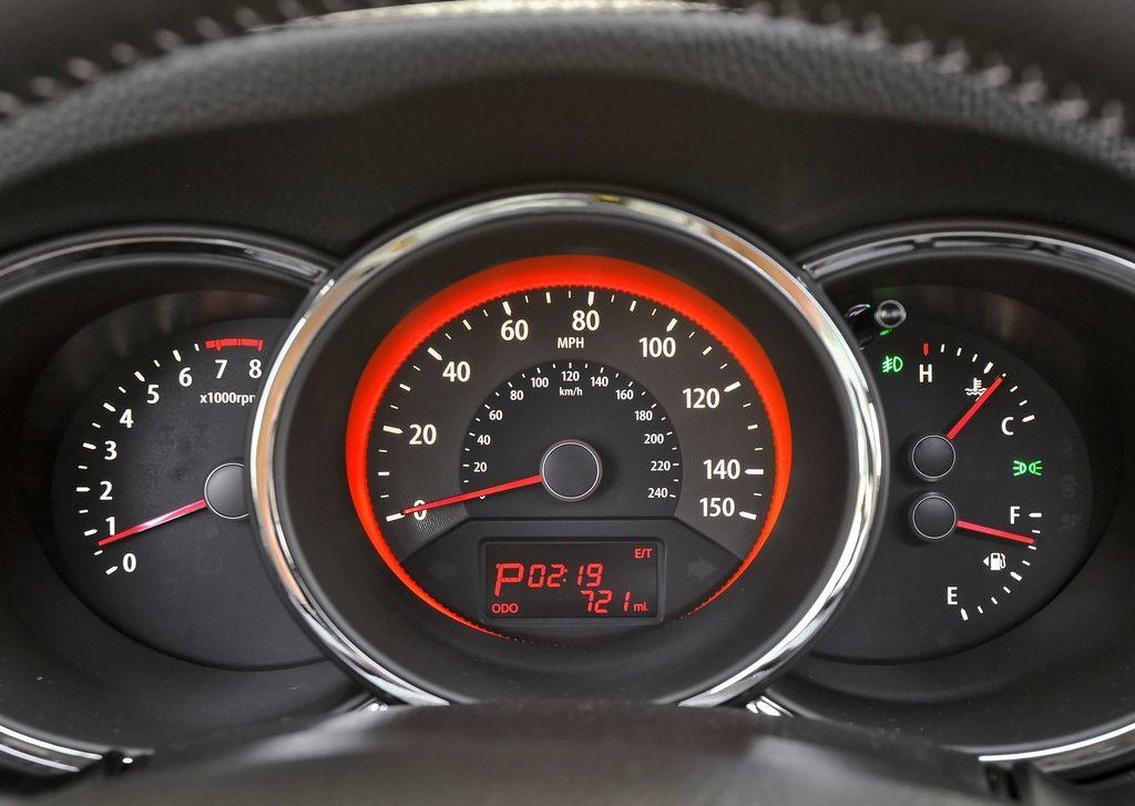 2013 Kia Sorento Speedometer (Photo 18 of 23)