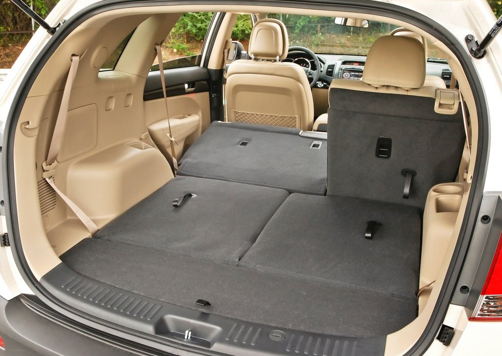 2013 Kia Sorento Trunk (Photo 21 of 23)