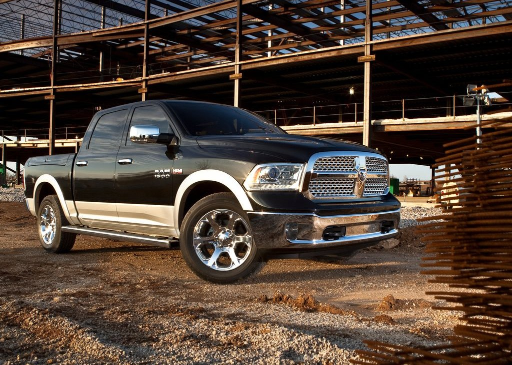 2013 Dodge Ram 1500 Front Angle (Photo 8 of 18)