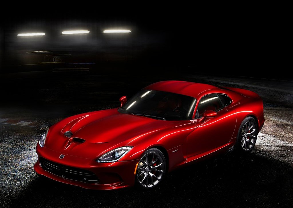 2013 Dodge SRT Viper GTS Front Angle (Photo 6 of 18)