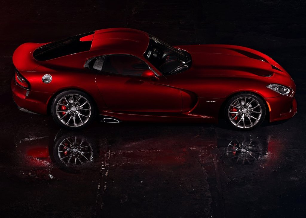Featured Image of 2013 Dodge SRT Viper GTS Review