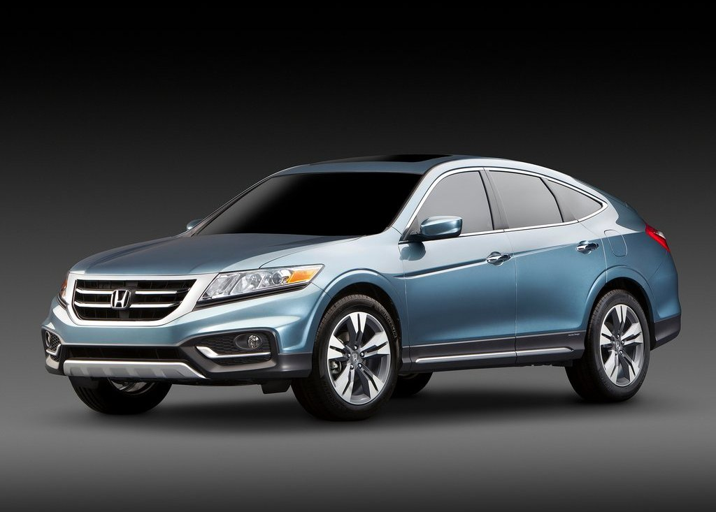 2013 Honda Crosstour Front Angle (Photo 5 of 10)
