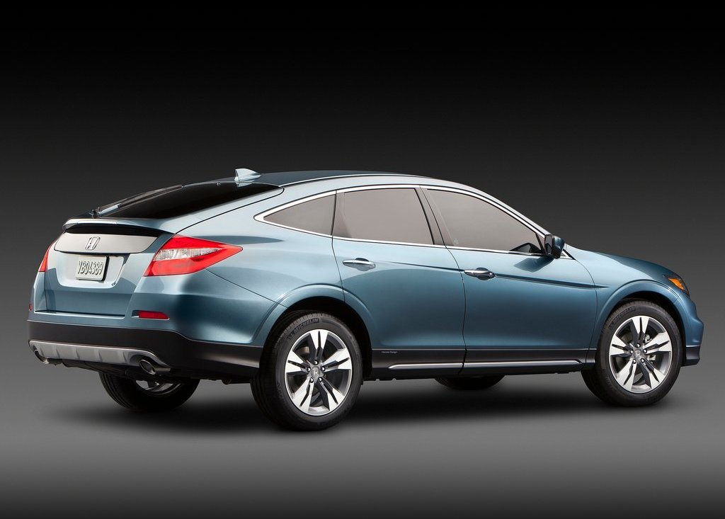2013 Honda Crosstour Rear Angle (Photo 8 of 10)