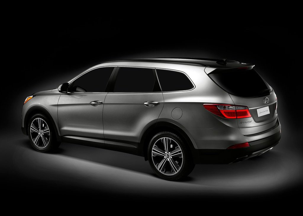 2013 Hyundai Santa Fe Rear Angle (View 2 of 5)