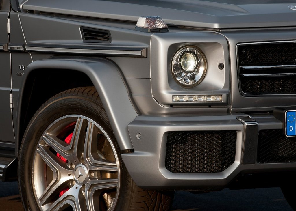 2013 Mercedes Benz G63 AMG Head Lamp (Photo 6 of 8)