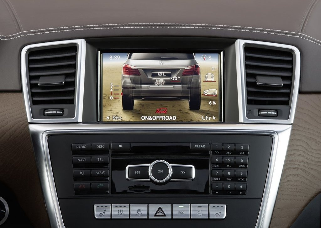 2013 Mercedes Benz GL Class Features (Photo 4 of 9)
