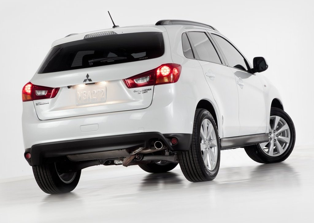 2013 Mitsubishi Outlander Sport Rear Angle (View 5 of 7)