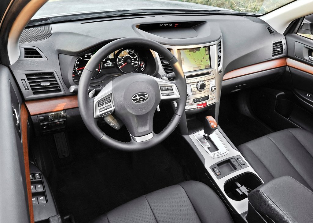 2013 Subaru Outback Interior (Photo 5 of 9)