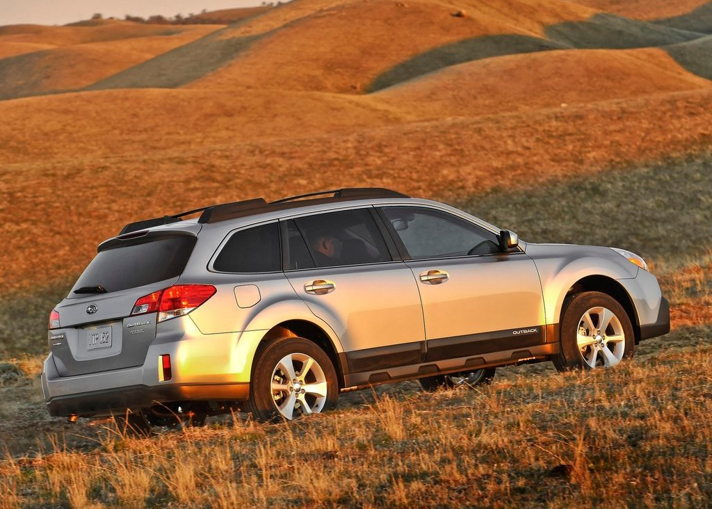 2013 Subaru Outback Side View (Photo 9 of 9)