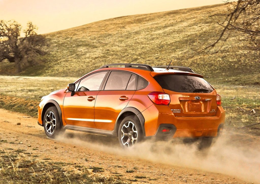 2013 Subaru XV Crosstrek Rear Angle (Photo 5 of 7)