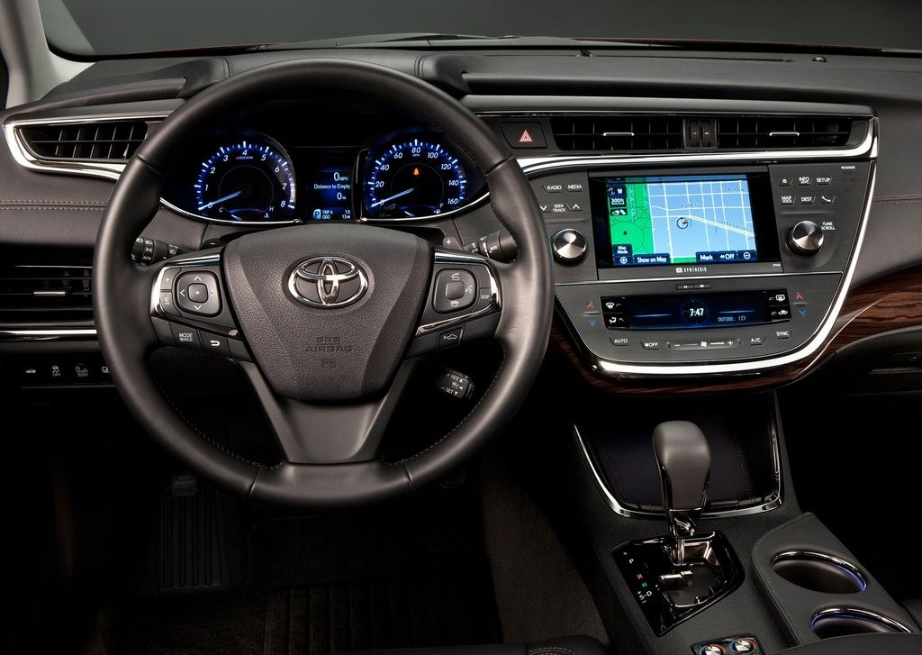 2013 Toyota Avalon Interior (Photo 7 of 12)