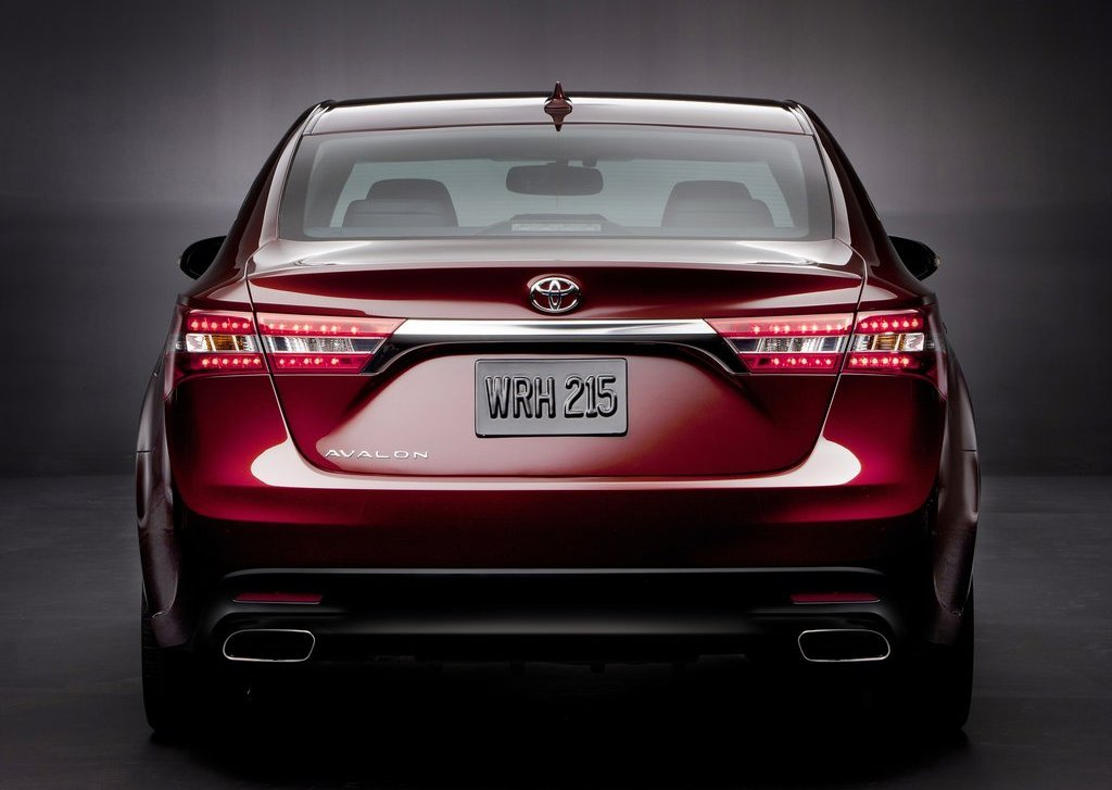 2013 Toyota Avalon Rear View (Photo 10 of 12)