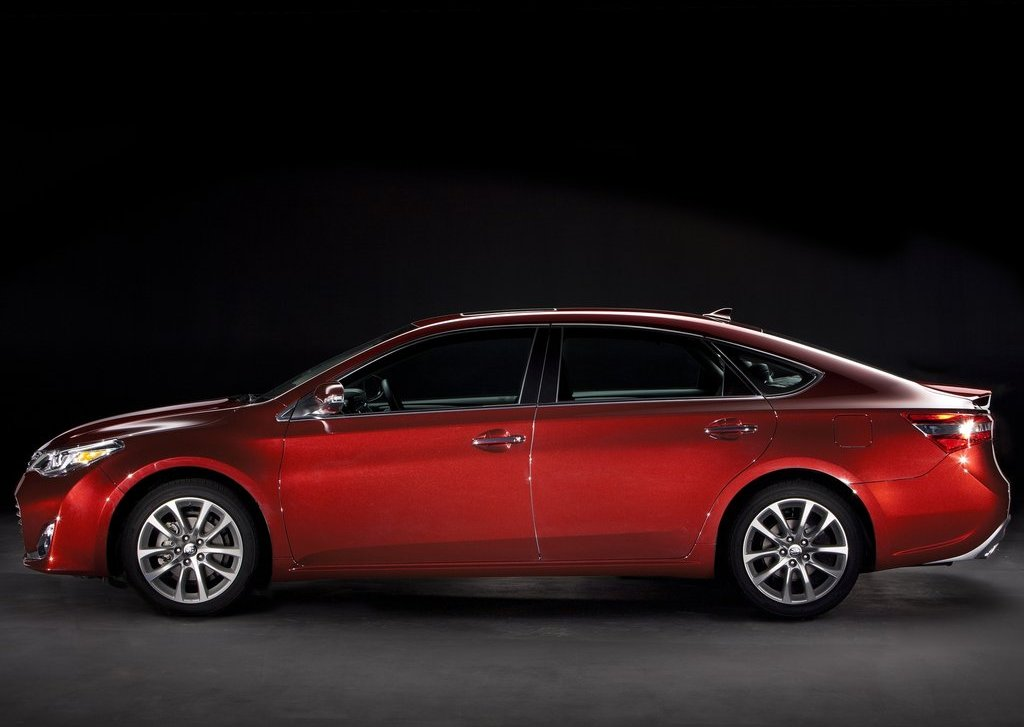 2013 Toyota Avalon Side (Photo 11 of 12)