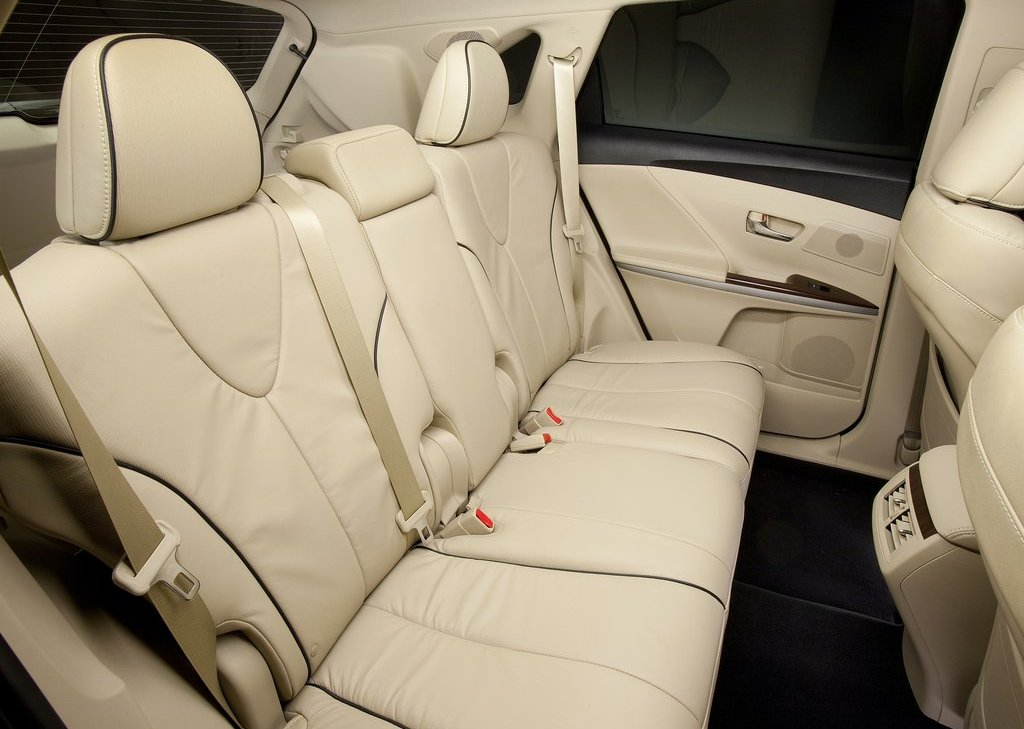 2013 Toyota Venza Back Seat (Photo 3 of 25)