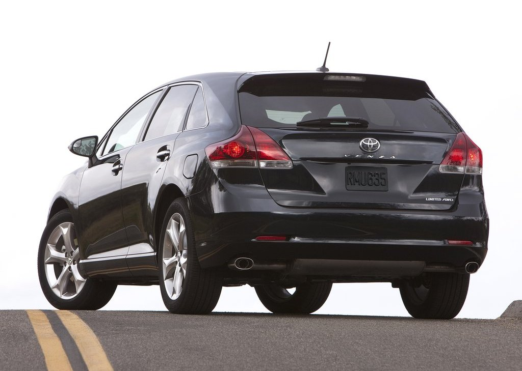 2013 Toyota Venza Rear Angle (View 22 of 25)
