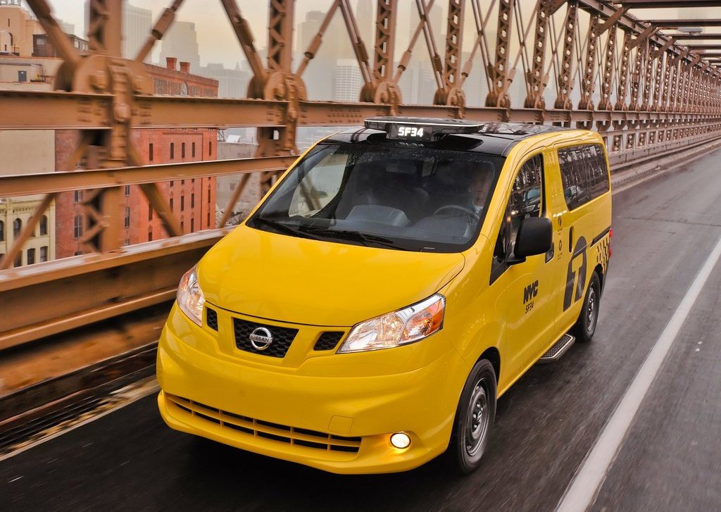 2014 Nissan NV200 Taxi Front Angle (Photo 6 of 12)