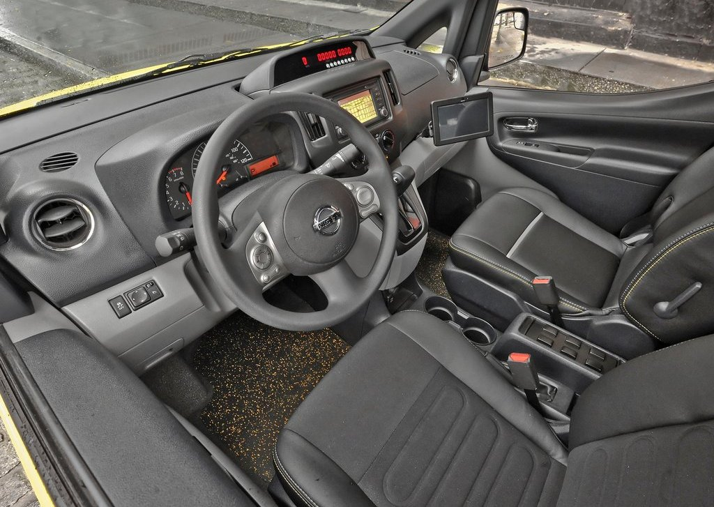 2014 Nissan NV200 Taxi Interior (Photo 8 of 12)