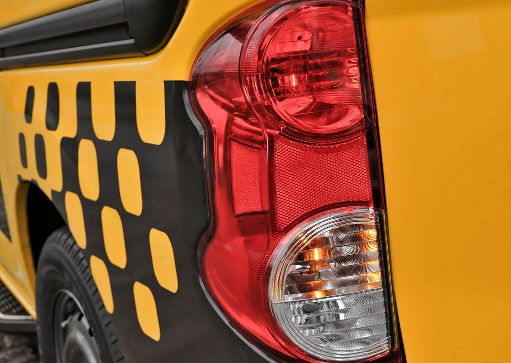 2014 Nissan NV200 Taxi Tail Lamp (Photo 11 of 12)