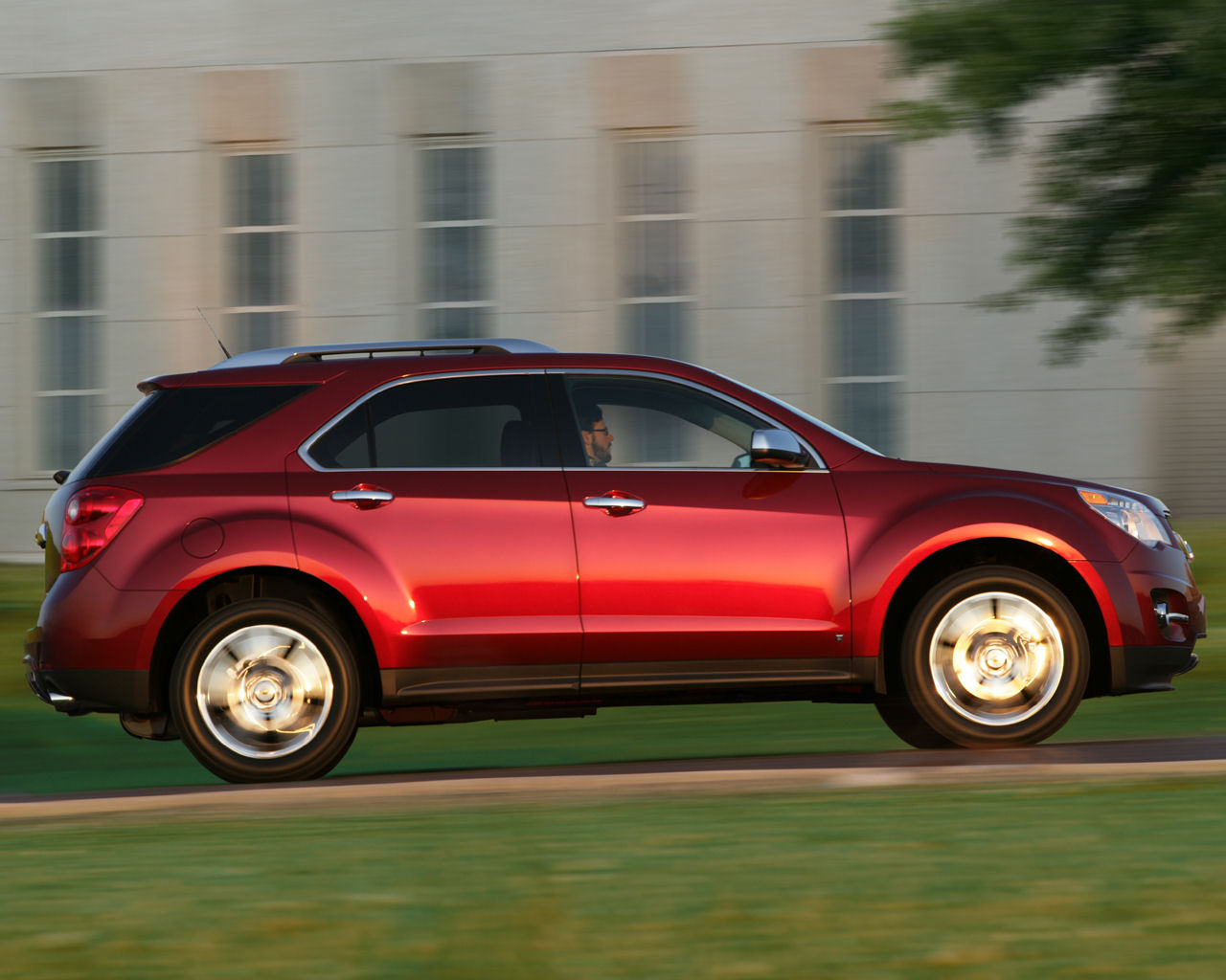2012 Chevrolet Equinox Side (View 5 of 6)
