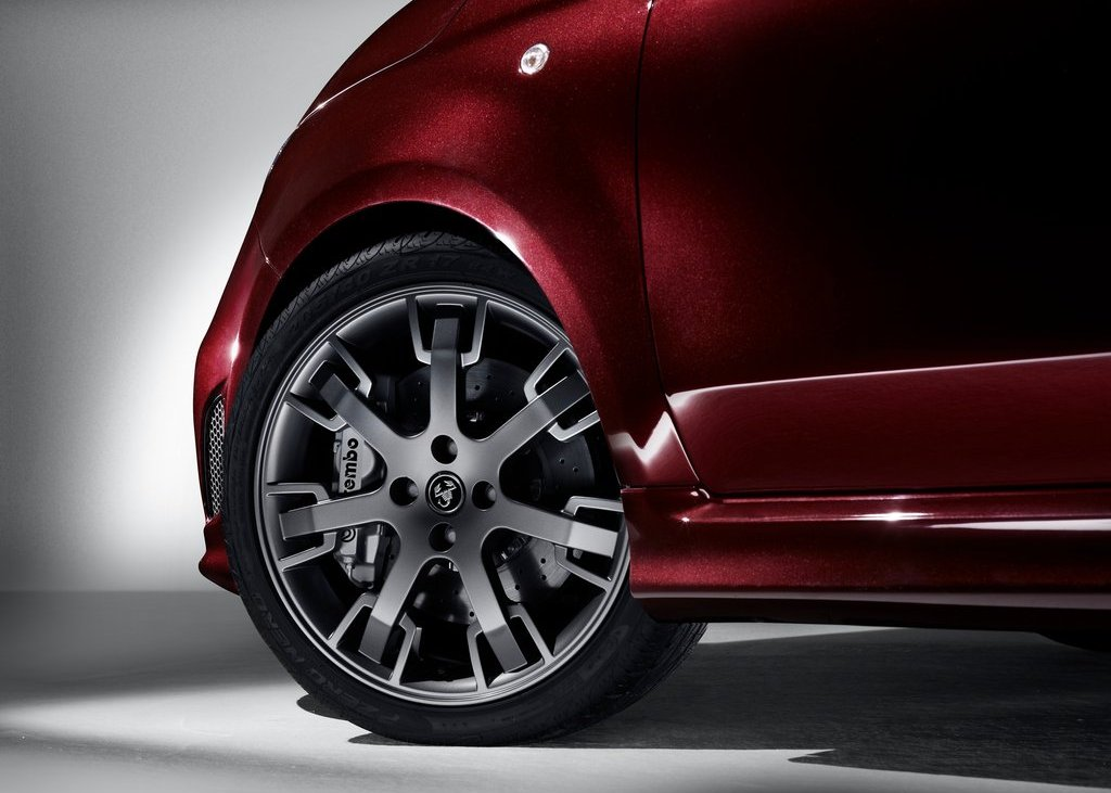 2012 Fiat 695 Abarth Maserati Edition Wheels (Photo 6 of 6)