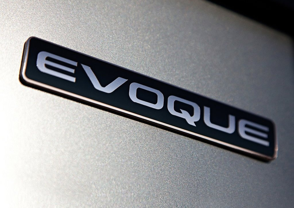 2012 Land Rover Range Rover Evoque Emblem (Photo 3 of 17)
