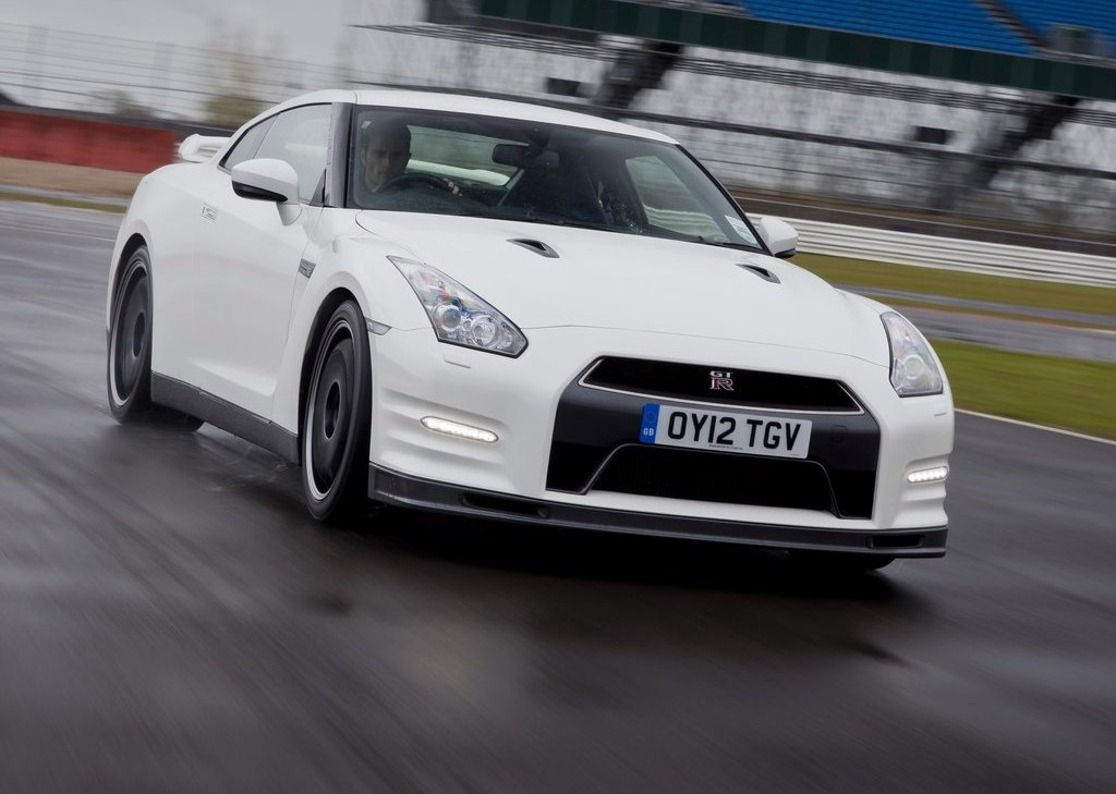 2012 Nissan GT-R Track Pack Specs and Price Pictures Gallery (10 Images)