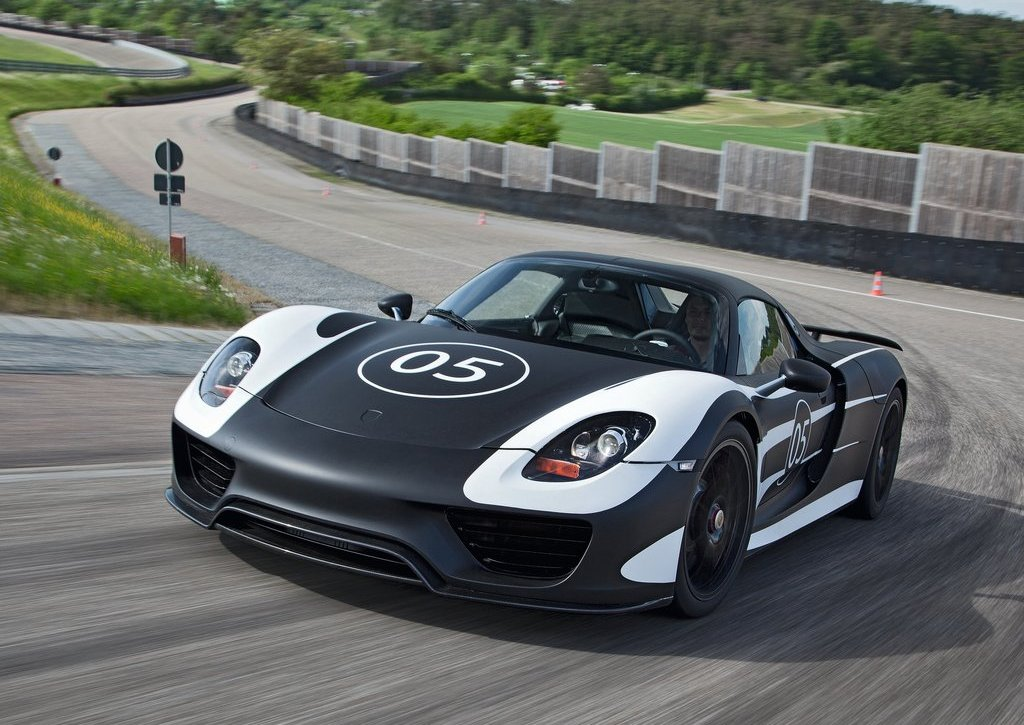 2012 Porsche 918 Spyder Prototype Front Angle (Photo 3 of 6)