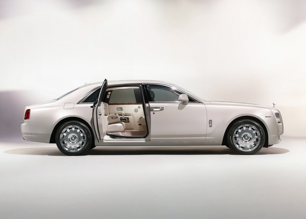 Featured Image of 2012 Rolls Royce Ghost Six Senses Review