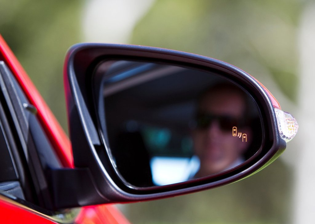 2012 Toyota Aurion Mirror (Photo 18 of 25)