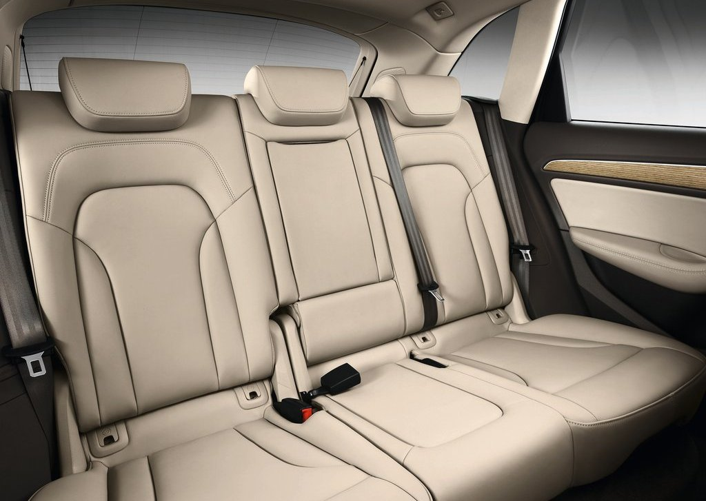 2013 Audi Q5 Back Seat (Photo 2 of 20)