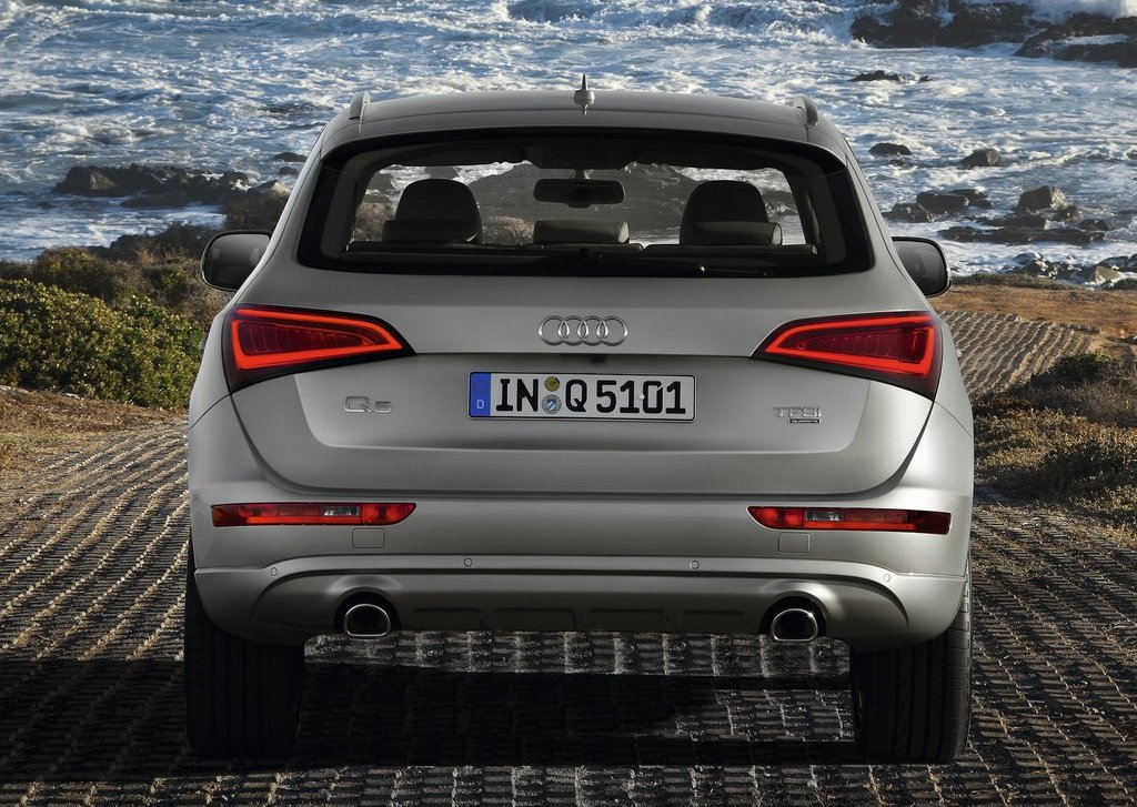 2013 Audi Q5 Rear View (Photo 13 of 20)