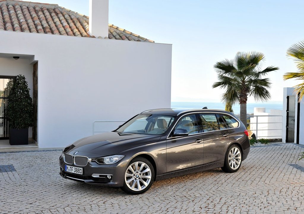 2013 BMW 3 Series Touring Front Angle (Photo 3 of 13)
