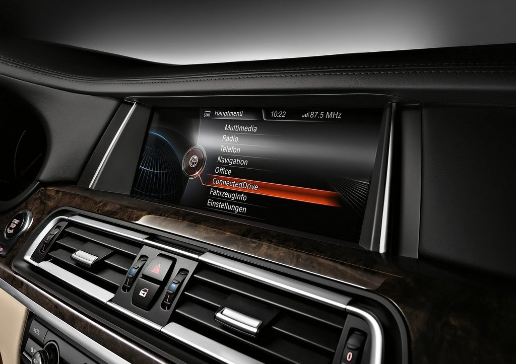 2013 BMW 7 Series Feature (Photo 4 of 18)