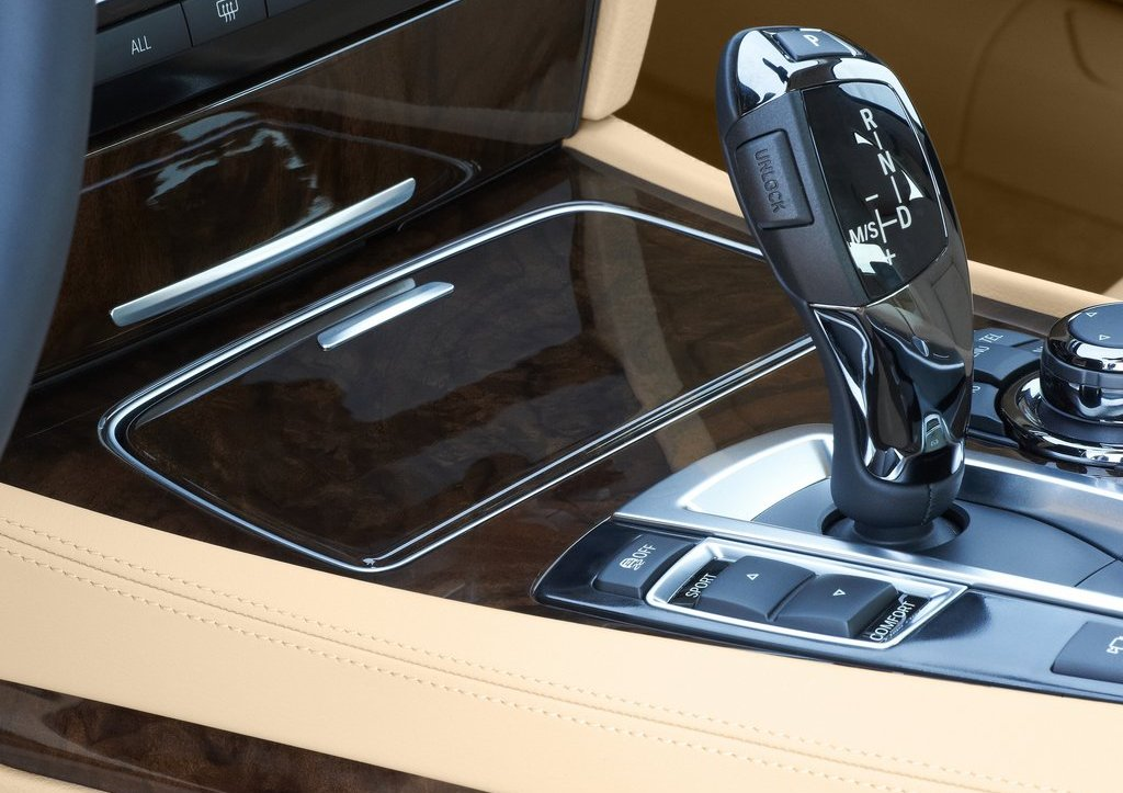 2013 BMW 7 Series Interior (Photo 5 of 18)