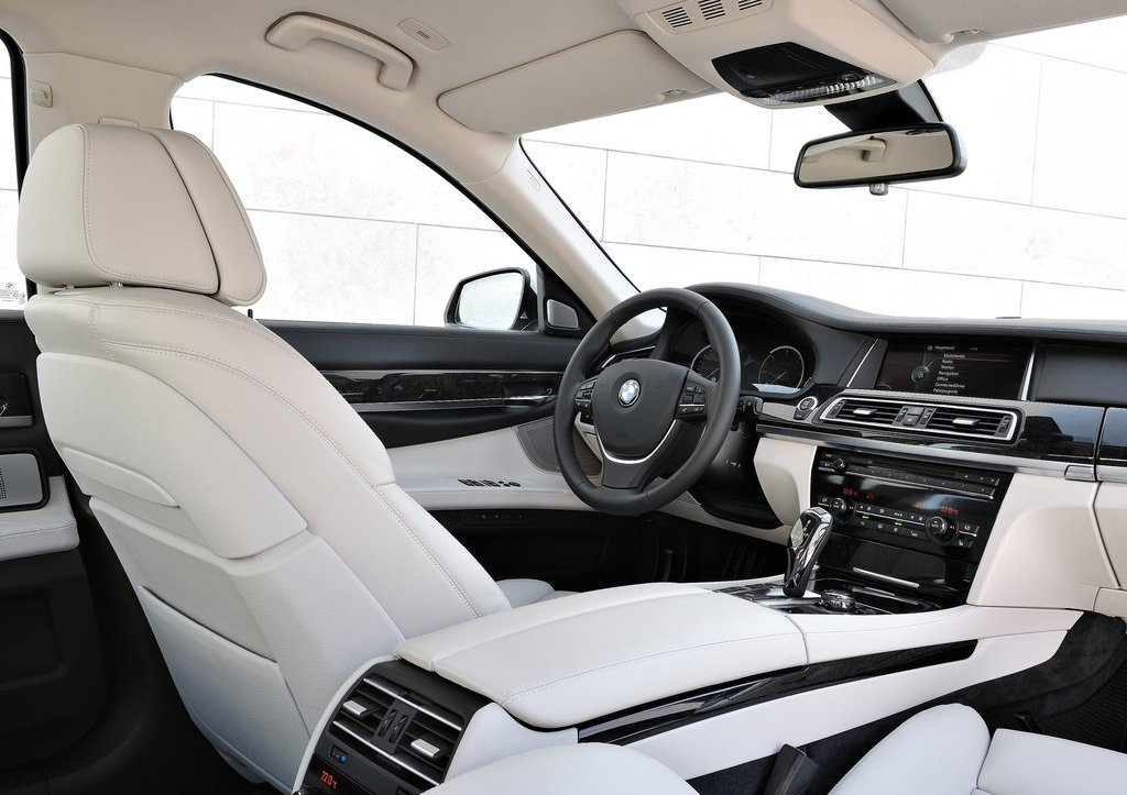2013 BMW 7 Series Interior (Photo 7 of 18)