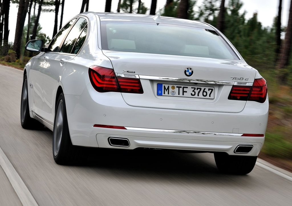 2013 BMW 7 Series Rear (Photo 10 of 18)