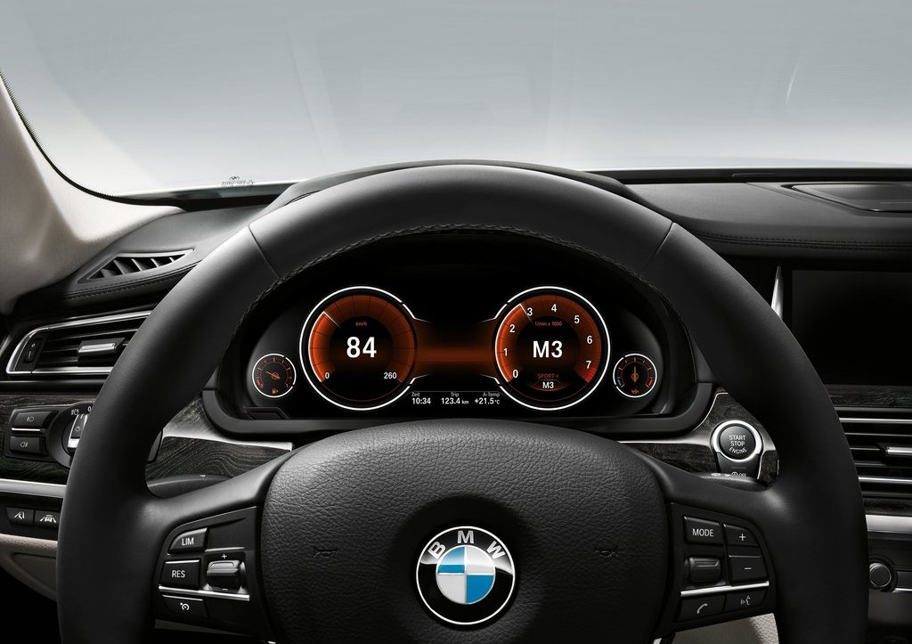 2013 BMW 7 Series Speedometer (Photo 15 of 18)