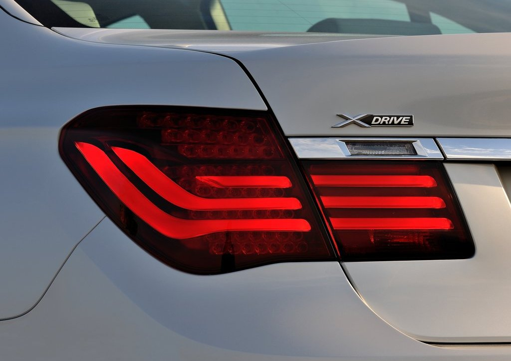 2013 BMW 7 Series Tail Lamp (Photo 17 of 18)