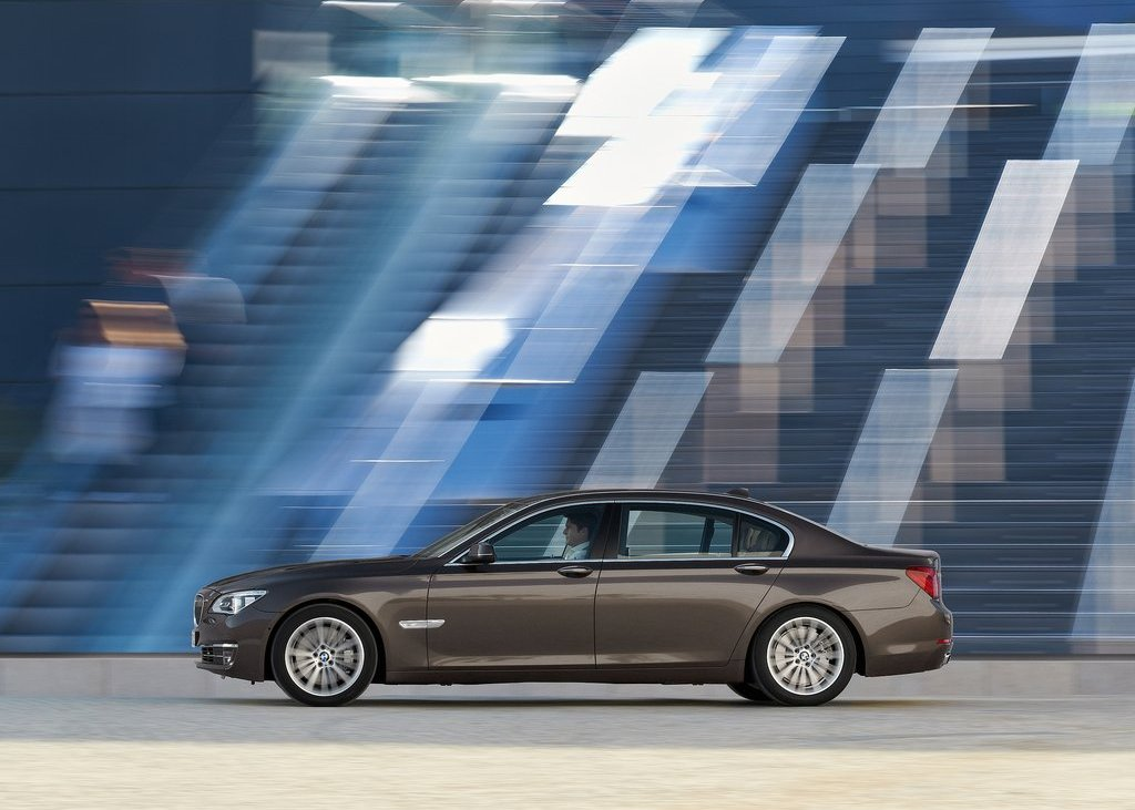 2013 BMW 750Li Left Side (View 3 of 18)