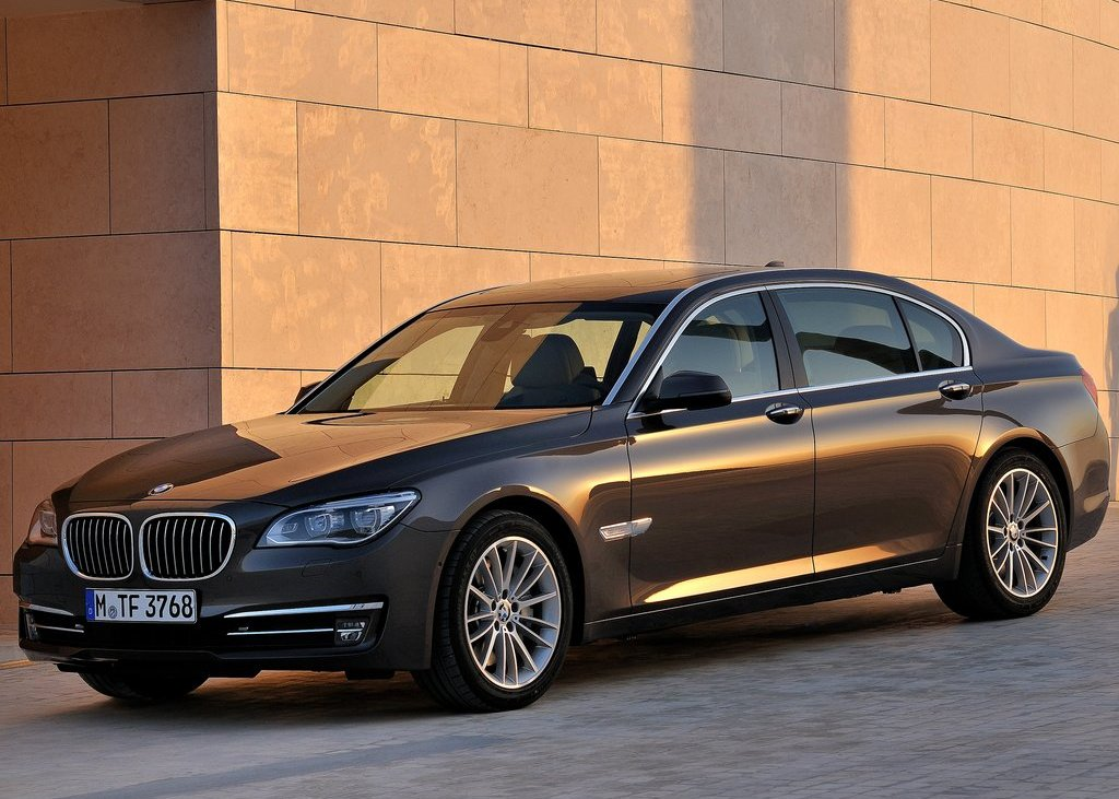 2013 BMW 750Li (View 9 of 18)