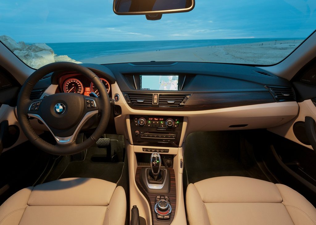 2013 BMW X1 Interior (Photo 11 of 25)