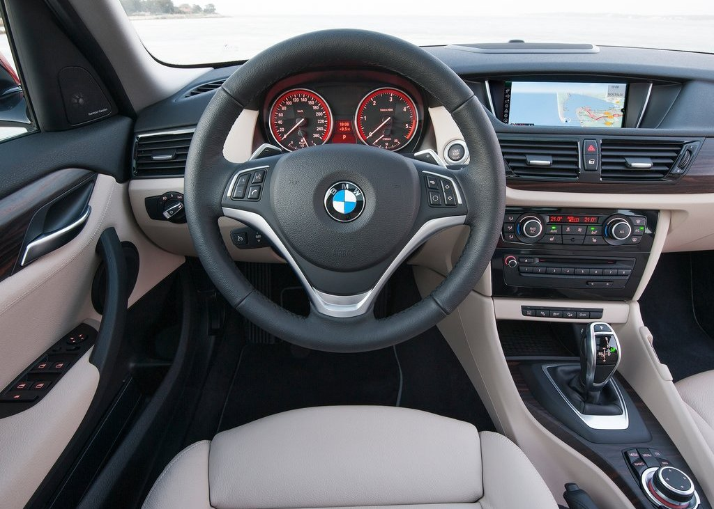 2013 BMW X1 Interior (Photo 14 of 25)