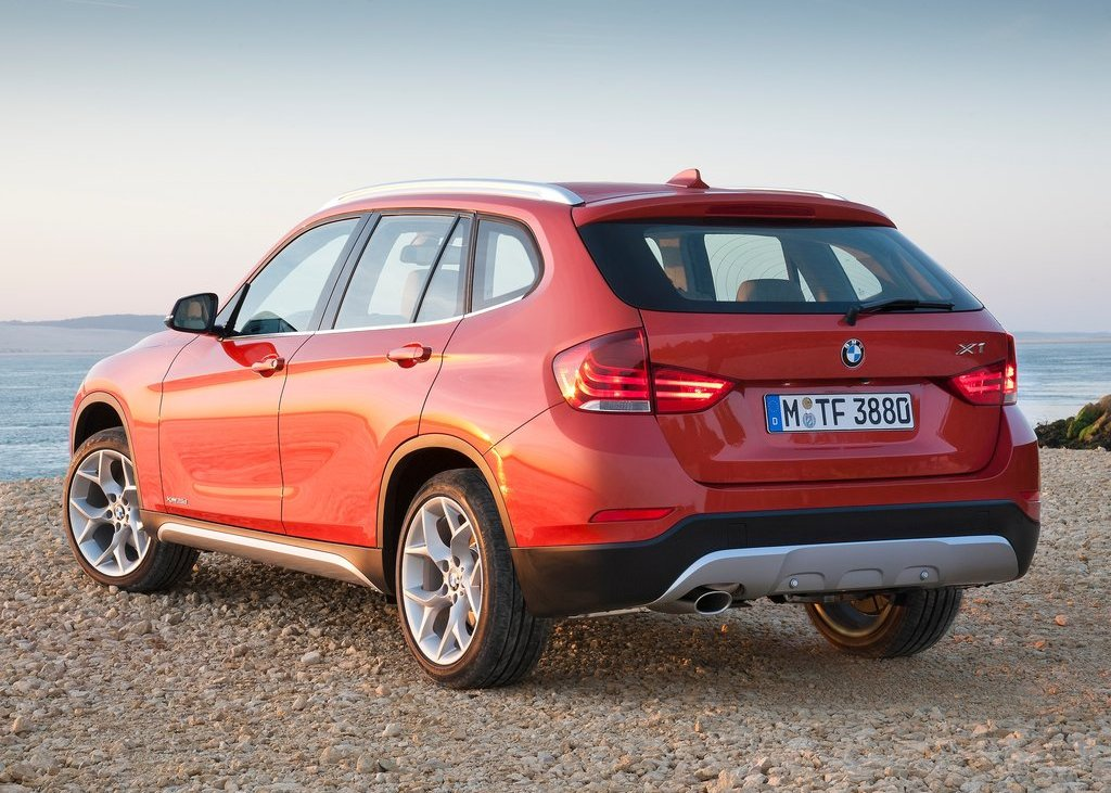 2013 BMW X1 Rear Angle (Photo 18 of 25)