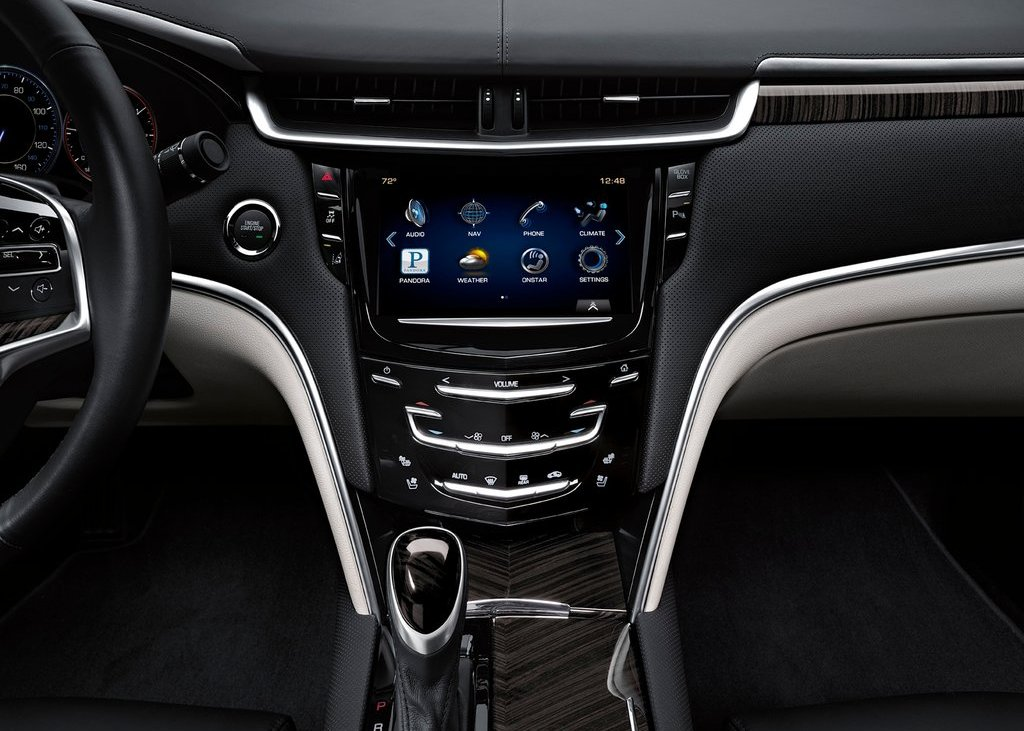 2013 Cadillac XTS Feature (Photo 5 of 15)