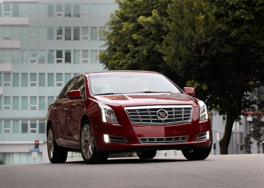 2013 Cadillac XTS Front Angle (Photo 7 of 15)