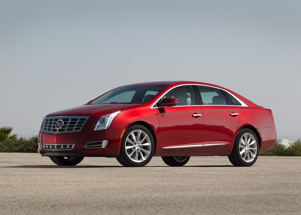 2013 Cadillac XTS Front Angle (Photo 8 of 15)