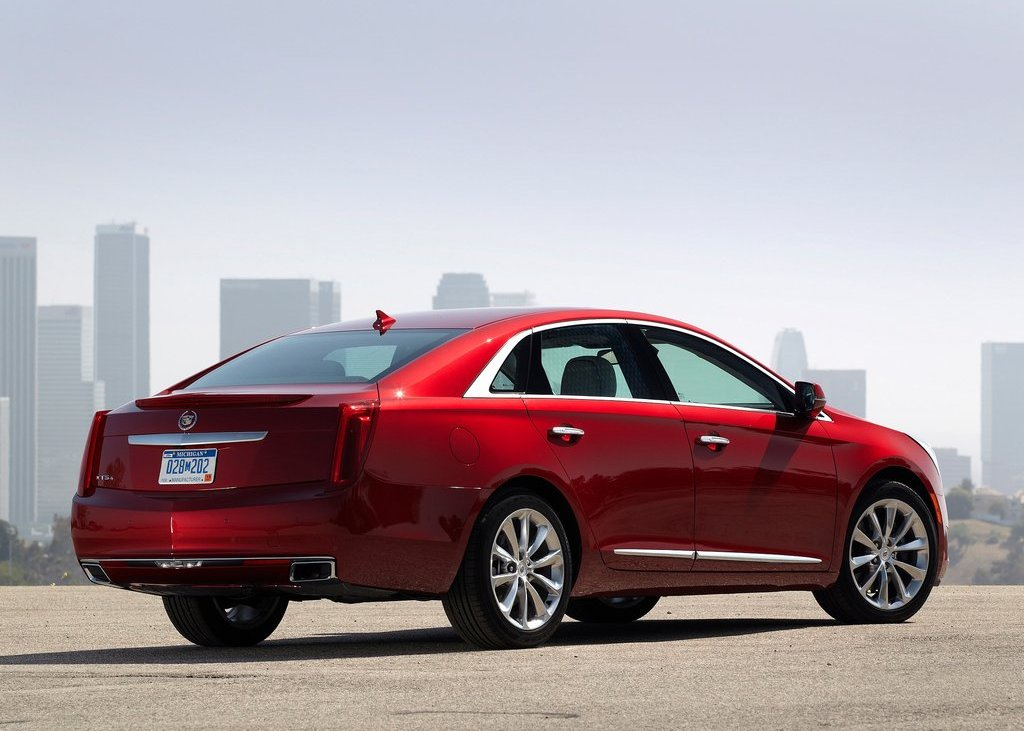 2013 Cadillac XTS Rear Angle (Photo 13 of 15)