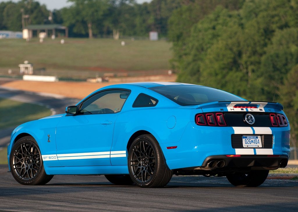 2013 Ford Mustang Shelby GT500 Rear Angle (Photo 17 of 27)